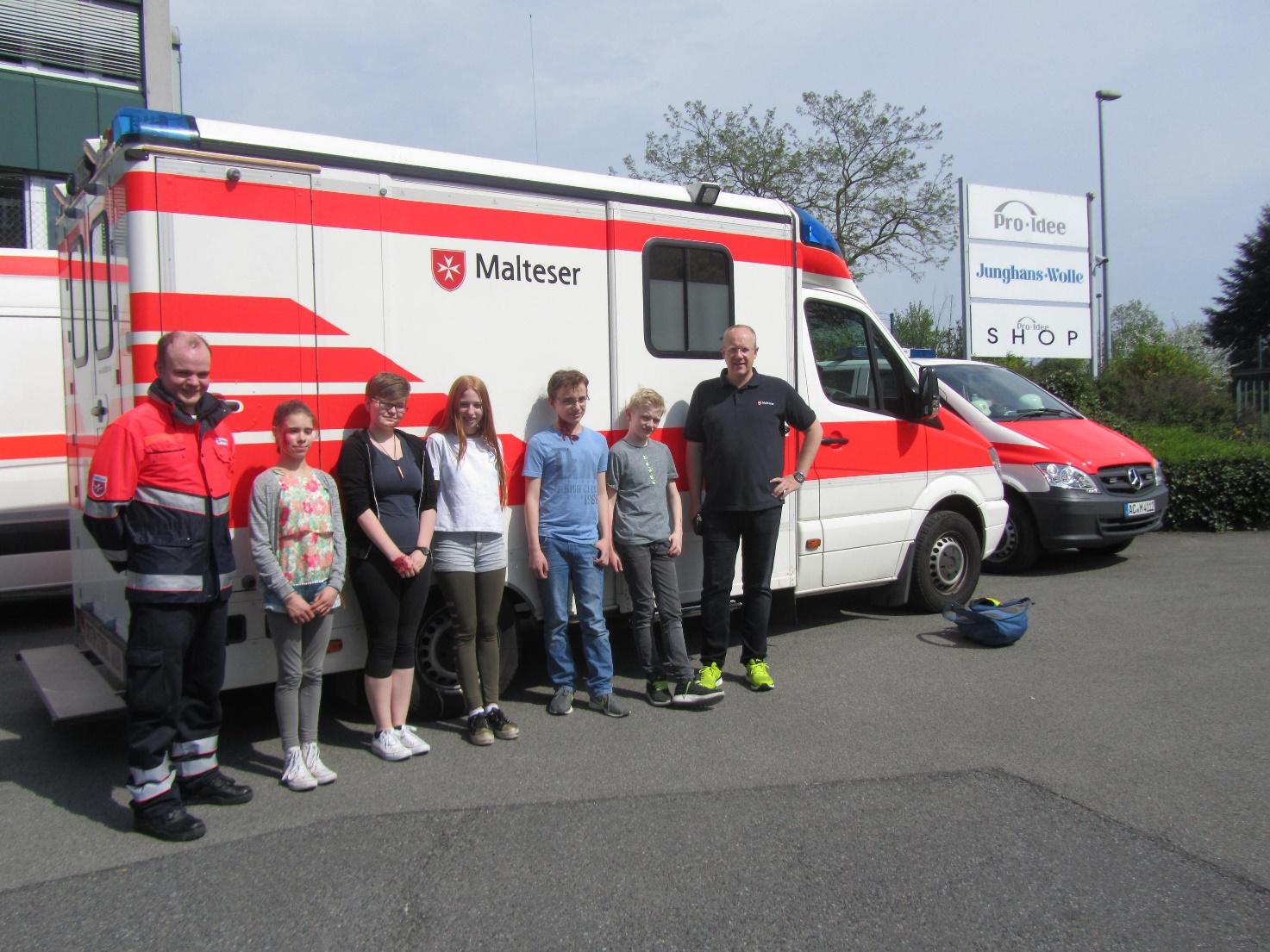 Sanitätsdienst der Maria- Montessori- Gesamtschule Aachen macht bei Notarztübung mit
